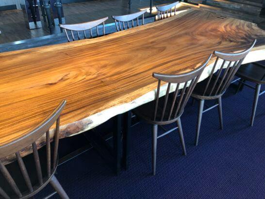 東京マリオットホテルのエグゼクティブラウンジのテーブル