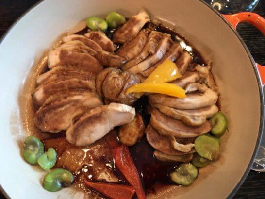 シャングリ・ラ ホテル東京のホライゾンクラブラウンジの豚肉料理