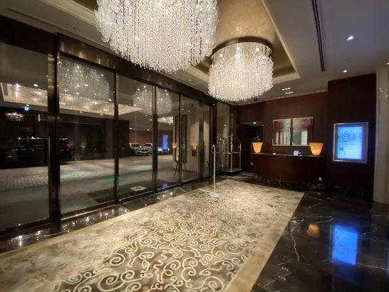 シャングリ・ラ ホテル東京B1Fの車寄せ口