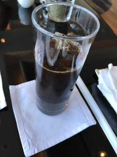 シャングリ・ラ ホテル 東京のホライゾンクラブのアイスコーヒー