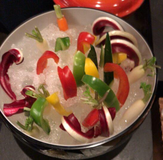 シャングリ・ラ ホテル 東京のホライゾンクラブラウンジのスティックサラダ