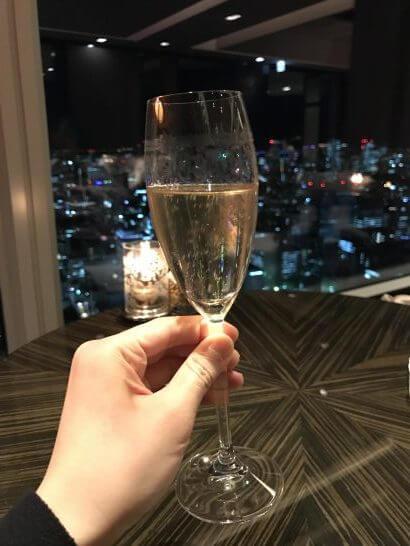 シャングリラ・ホテル東京のホライゾンクラブのシャンパン