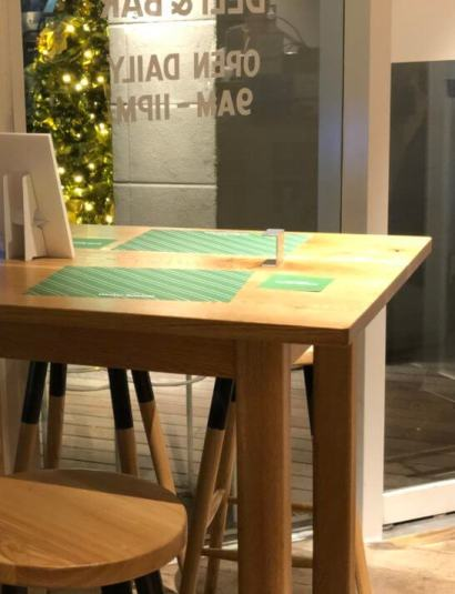 SIGN ALLDAYSのテーブル