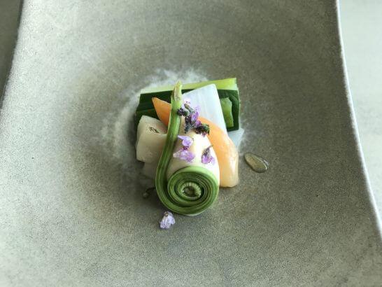 コンラッド東京の風花の「先附」炙り平貝と舌切り 白酢味噌和え
