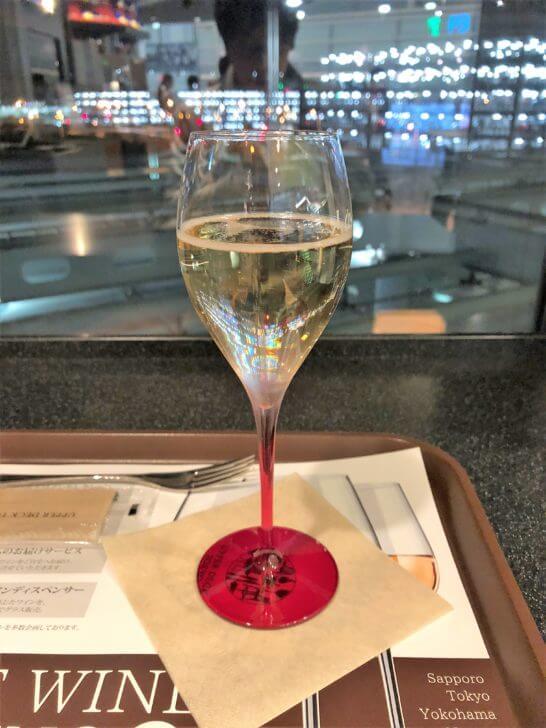 ワールドワインバー by ピーロートのラグジュアリーカード特典のシャンパン