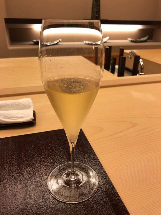 銀座小十のグラスシャンパン