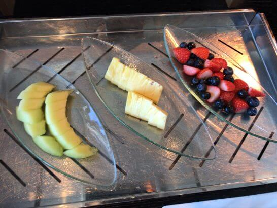 シャングリ・ラ ホテル 東京のホライゾンクラブラウンジのフルーツ