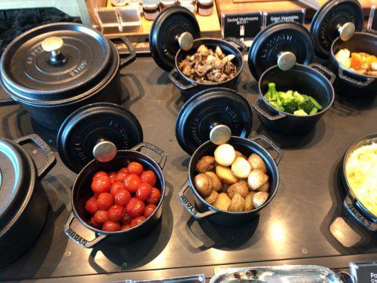 ザ・プリンスギャラリー 東京紀尾井町のクラブラウンジの朝食 (温野菜・ポテト)