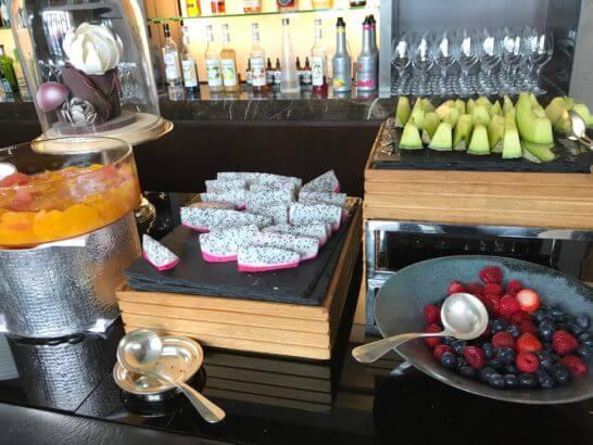 ザ・リッツ・カールトン東京の朝食ビュッフェのフルーツコーナー