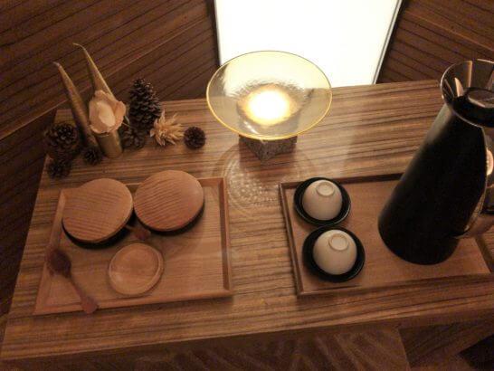 コンラッド東京のSPA美月のリラクゼーションルームの飲食物