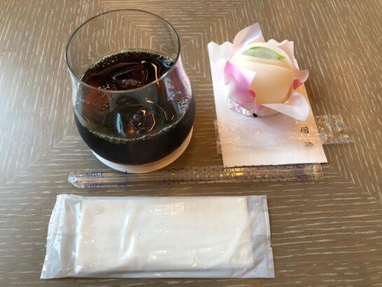 ダイナースクラブ銀座プレミアムラウンジのフルーツソルベとアイスコーヒー
