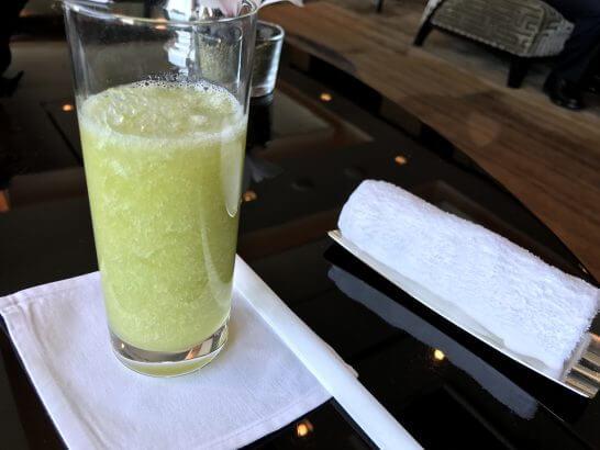 シャングリ・ラ ホテル 東京のホライゾンクラブラウンジのメロンジュース