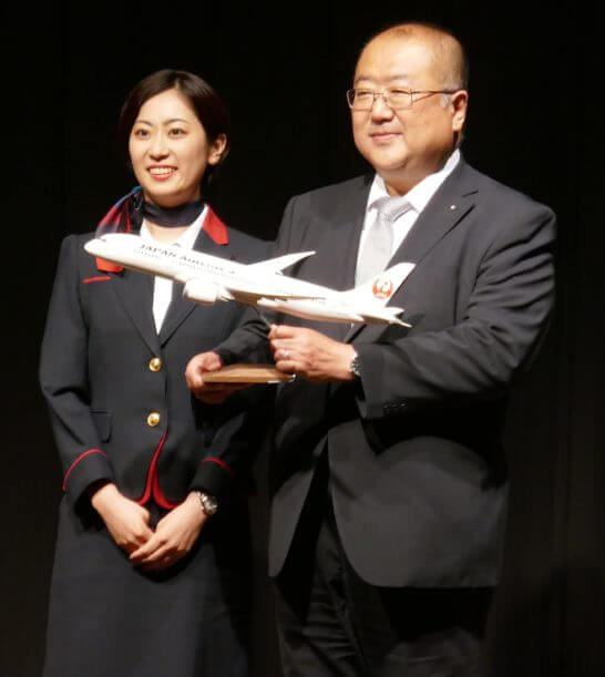 JAL賞1位と客室乗務員