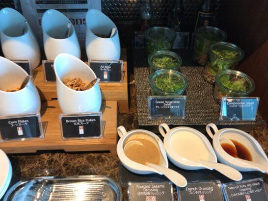 ザ・プリンスギャラリー 東京紀尾井町のクラブラウンジの朝食 (サラダ)