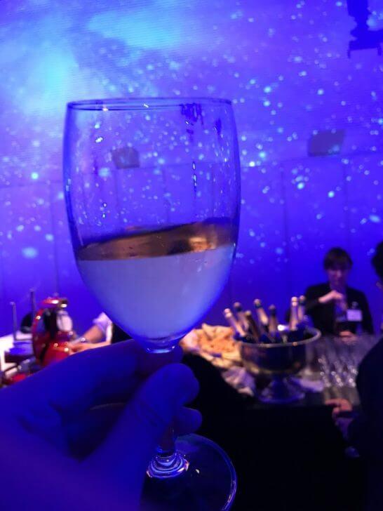 オメガの60周年記念イベントの白ワイン
