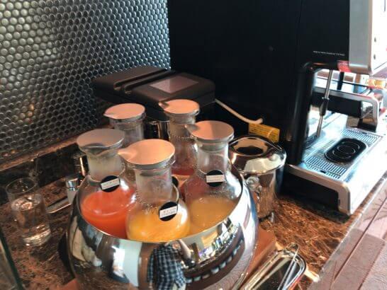 ザ・プリンスギャラリー 東京紀尾井町のクラブラウンジの朝食 (ジュース)