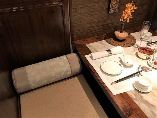 ザ・ペニンシュラ東京の中国料理「ヘイフンテラス」の店内 (2名の個室風席)