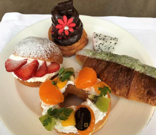 シャングリ・ラホテル東京の朝食の甘いパン類