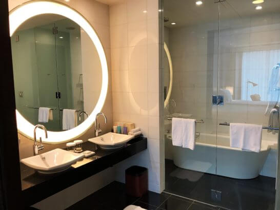 コンラッド東京のバスルーム・洗面台
