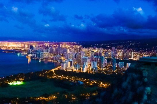 ハワイのダイヤモンドヘッドからの夜景
