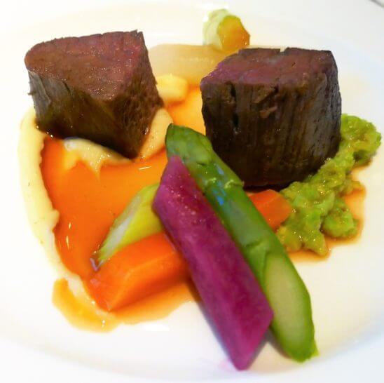千葉産しあわせ絆牛フィレ肉のロースト 白味噌風味の枝豆のずんだ仕立てのアップ