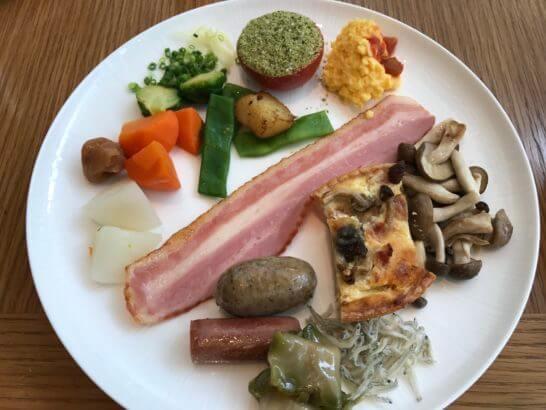パレスホテル東京のグランドキッチンの朝食(ホットミール)