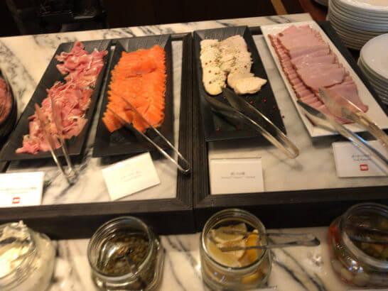 パレスホテル東京のグランドキッチンの朝食(コールドミート)