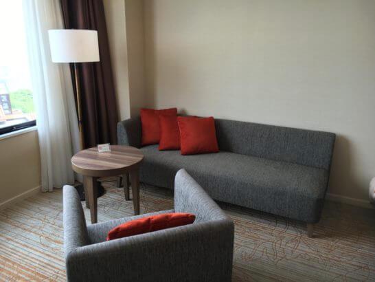 フルーツパーク富士屋ホテルの客室のソファー