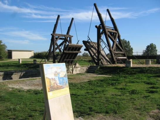 ゴッホの油彩画(アルルの跳ね橋)のモデルであるフランス  ラングロワ橋