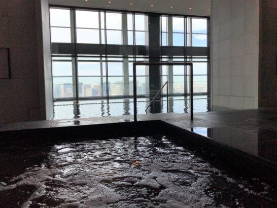 アンダーズ東京のプール・ジャグジー