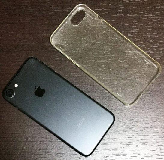 ブラックのiPhone 7の埃