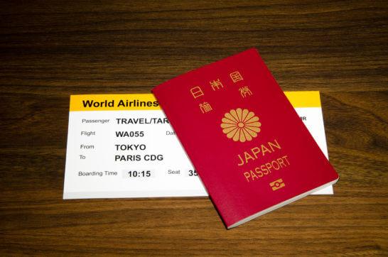 パスポートと航空券