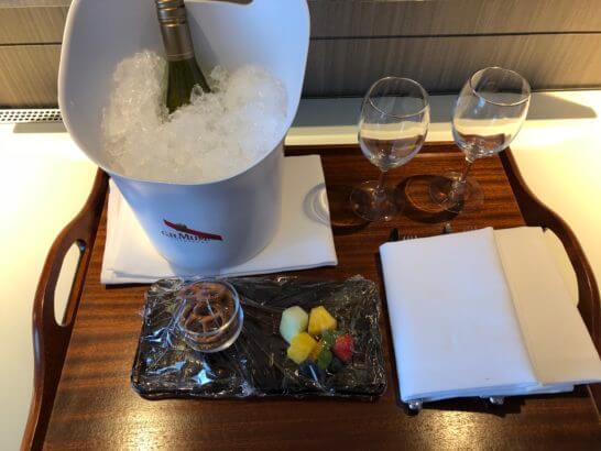 東京マリオットホテルのプラチナエリート特典(白ワインとスナック)