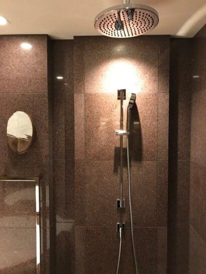 アンダーズ東京の客室シャワー