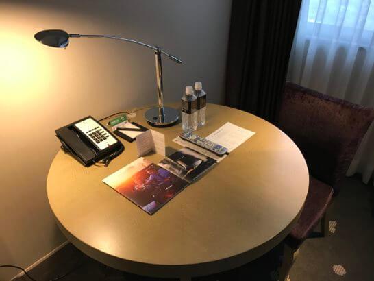 東京マリオットホテルの机