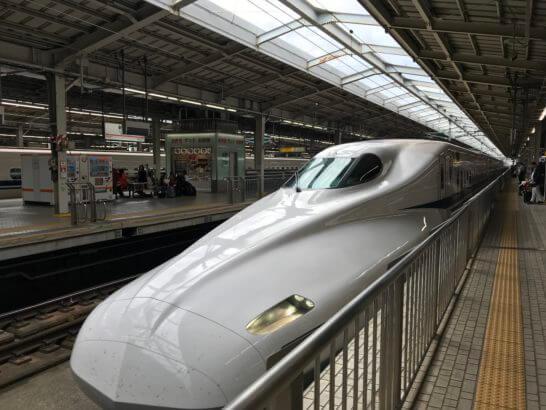 東海道新幹線(新大阪駅)