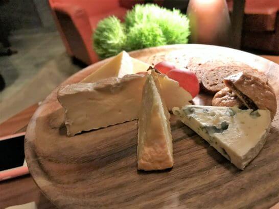 アンダーズ東京のタヴァンのチーズ盛り合わせ