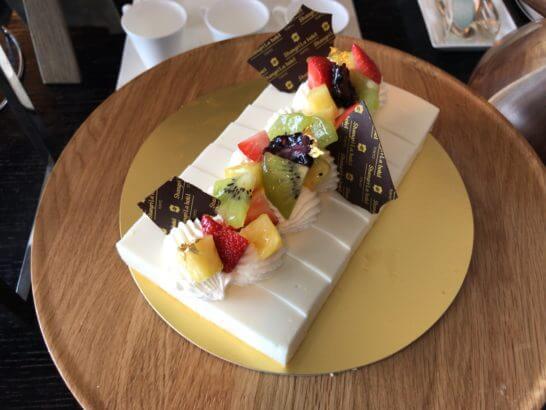シャングリ・ラ ホテル東京のホライゾンクラブラウンジのフルーツケーキ