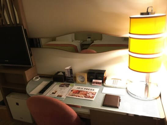 吉祥寺第一ホテルのデスク