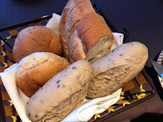 フルーツパーク富士屋ホテルの夕食(パン)