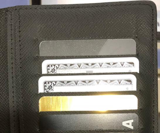 お財布の中で光り輝くラグジュアリーカード