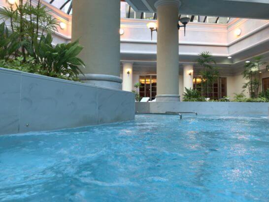 椿山荘のプールのジャグジー