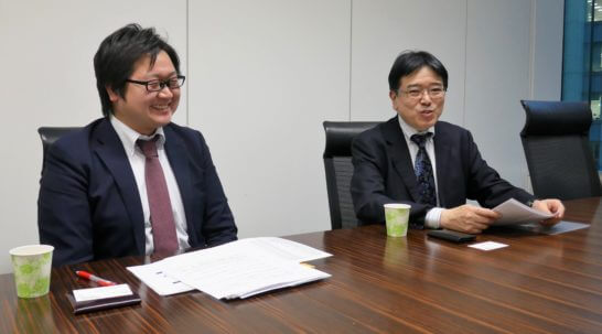 SBI証券の橋本さん、鳴海さん (2)
