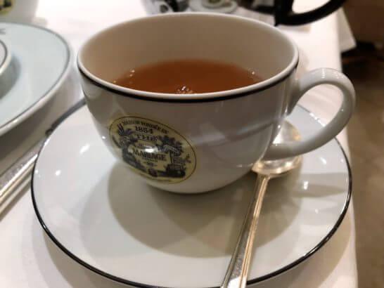 ラグジュアリーカード限定ブレンド「LUXURY TEA」のカップ