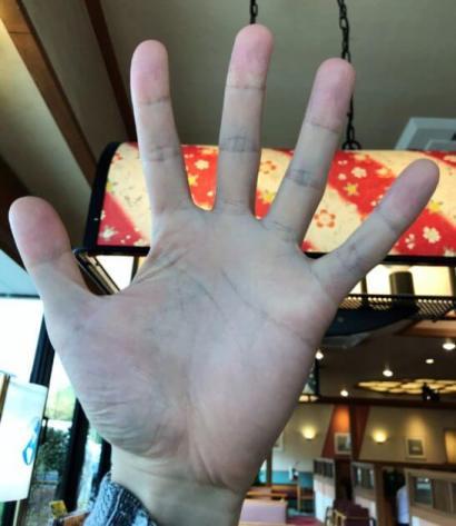 まつのすけの手