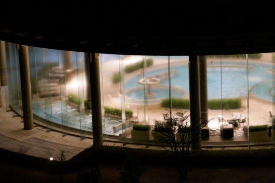 ヒルトン小田原の夜のプール
