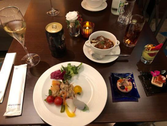 横浜ベイシェラトン ホテルのクラブラウンジのカクテルタイムの食事・ワイン等