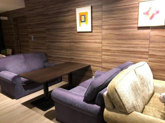 軽井沢マリオットホテルのソファー