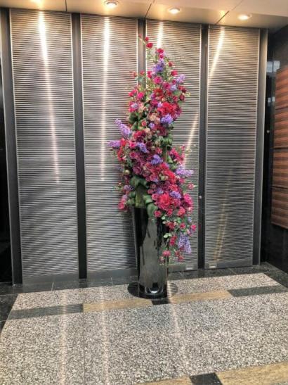 松井証券のオフィスのエレベーター