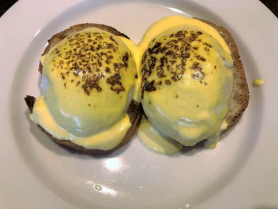 軽井沢マリオットの朝食のエッグ・ベネディクト